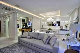 Salas / recibidores de estilo moderno por Tania Bertolucci  de Souza  |  Arquitetos Associados