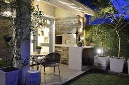 Terrazas de estilo  por Tania Bertolucci  de Souza  |  Arquitetos Associados