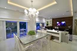 Comedores de estilo moderno por Tania Bertolucci  de Souza  |  Arquitetos Associados