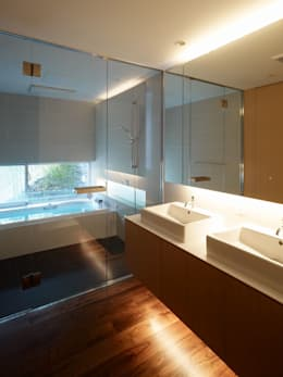 株式会社ラウンドテーブル|一級建築士事務所: modern tarz Banyo