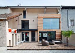 Maison de Village : Maisons de style de style Moderne par Lautrefabrique