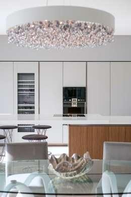 Cocinas de estilo moderno por Urban Cape Interiors