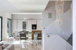 Salas / recibidores de estilo moderno por Urban Cape Interiors