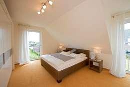 Projekty,  Sypialnia zaprojektowane przez Heinz von Heiden GmbH Massivhäuser