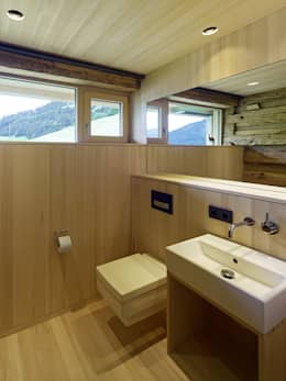 Ванные комнаты в . Автор – HAMMERER ztgmbh . architekten
