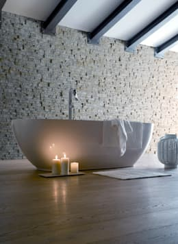 Baños de estilo moderno de VALPIETRA®