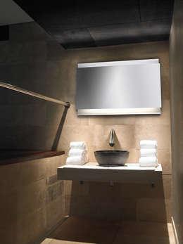 Baños de estilo  por LEDS-C4