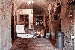 Pasillos, vestíbulos y escaleras  de estilo  por VIA ROMANA