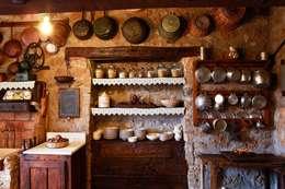 PIATTAIA: Cucina in stile In stile Country di VIA ROMANA