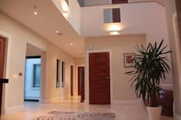 Corridor & hallway by MRH Design
