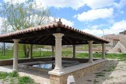 Jardines de estilo rústico por CUTECMA Estructuras de madera