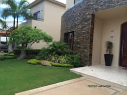 modern Garden by Tropico Jardineria