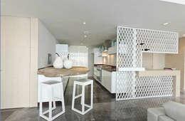 Torre Zafiro: Cocinas de estilo minimalista por Relieves