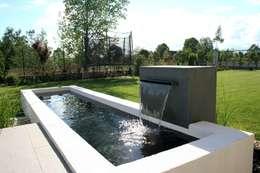 ZBIORNIK NOWOCZESNY ze ścianą wodną w systemie  WATER FALL: styl , w kategorii  zaprojektowany przez Ogrodowa Sceneria