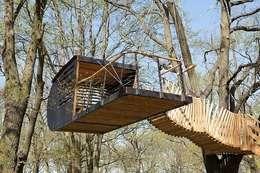Luftschlösser Baumhausprojekte _ Luftschloss im Volkspark Potsdam: ausgefallene Häuser von Luftschlösser