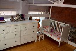 Dormitorios infantiles de estilo industrial por SMMARQUITECTURA