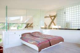 Projekty,  Sypialnia zaprojektowane przez gaupenraub+/-