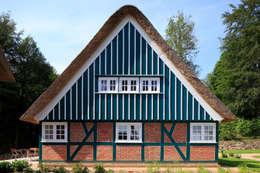 Giebelansicht: landhausstil Häuser von Architekturbüro Griebel