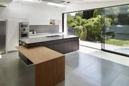 Eagle Lane: modern Kitchen by Clear Architects