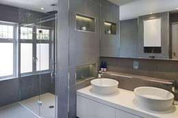 Eagle Lane: modern Bathroom by Clear Architects