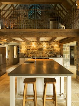 Les Prevosts Farm: rustic Kitchen by CCD Architects