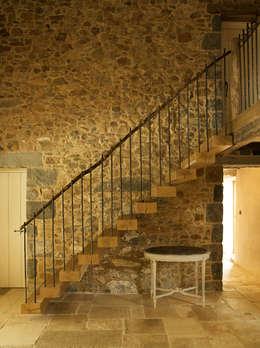 Pasillos y recibidores de estilo  por CCD Architects