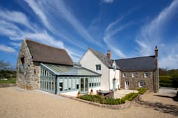 Casas rústicas por CCD Architects