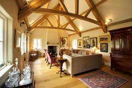 Salas de estar rústicas por CCD Architects