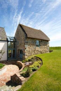 Projekty, rustykalne Domy zaprojektowane przez CCD Architects
