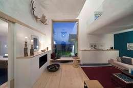 w. raum Architektur + Innenarchitektur의  거실