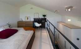 w. raum Architektur + Innenarchitektur의  침실