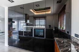 Meble na wymiar do kuchni w czarnej kolorystyce: styl , w kategorii Kuchnia zaprojektowany przez 3TOP