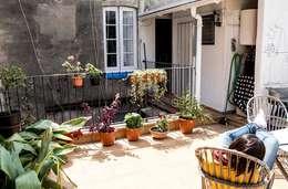 La terraza y el baño actuales:  de estilo  de MMMU Arquitectura i Disseny