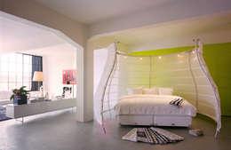 Afscherming van het slaapgedeelte : industriële Slaapkamer door IAA Architecten