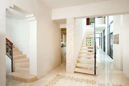 Couloir, Entrée & Escaliers de style de style Moderne par Taller Estilo Arquitectura