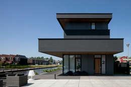 Projekty, nowoczesne Domy zaprojektowane przez HOYT architecten
