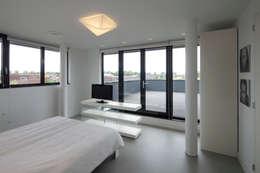 minimalistic Bedroom by HOYT architecten