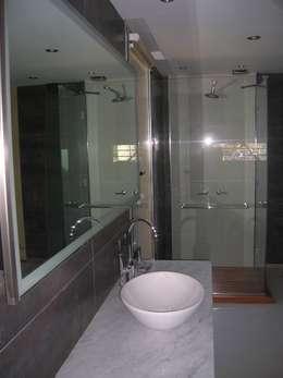 Un baño súper especial...: Baños de estilo moderno por Laura Avila Arquitecta