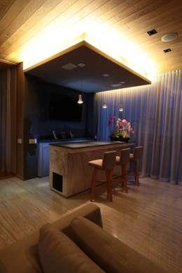 Bar: Salas de estilo moderno por Código Z Arquitectos
