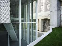 Empereur: Maisons de style de style eclectique par architectes assoc.