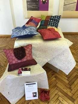 Japanese Paper Decoration cushion: studio Ma スタジオ・エムエーが手掛けたリビングです。