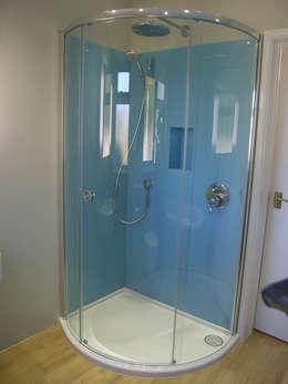 Baños de estilo moderno por Style Within