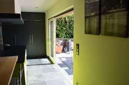 Gad'HOUSE: Fenêtres de style  par DCA