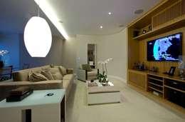 classic Living room by Ana Menoita Arquitetura e Interiores