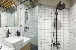 Flat K: Ванные комнаты в . Автор – KOPNA