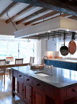 Cocinas de estilo rústico por CCD Architects