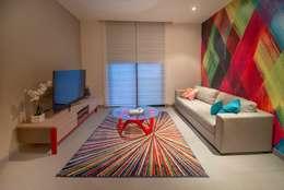 Salas/Recibidores de estilo moderno por ESTUDIO TANGUMA