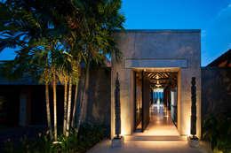 Casas modernas por Stone Contractors