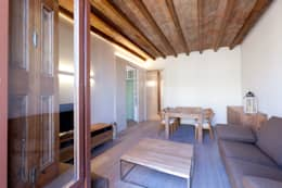 Salas / recibidores de estilo moderno por 4+1 arquitectes