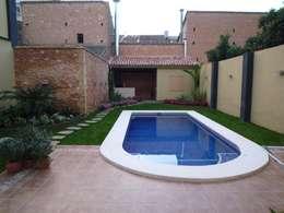 Piscinas de estilo moderno por Aris & Paco Camús